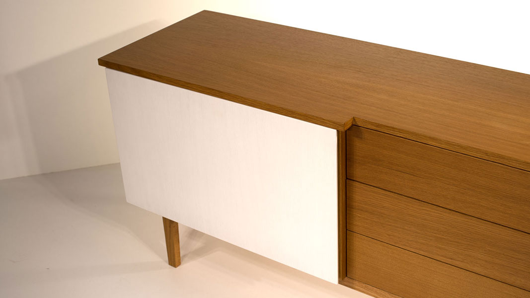 comp sideboard with three drawers and one door - soft closing mechanism
