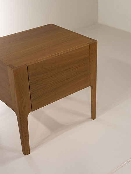 round nightstand with one drawer - soft closing mechanism