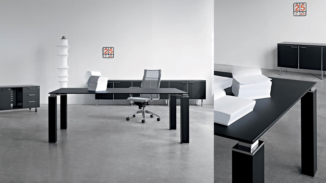 Sq executive desk with metal details
